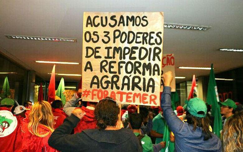 Movimentos populares ocupam prédio do Ministério do Planejamento em Brasília