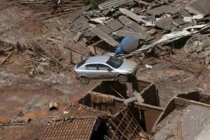 Destruição provocada pelo rompimento da barragem da Samarco em Mariana (Ricardo Moraes/Reuters)