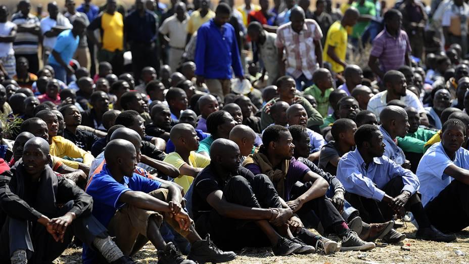 [África do Sul] Manifestantes interrompem operações de mineradora Lonmin