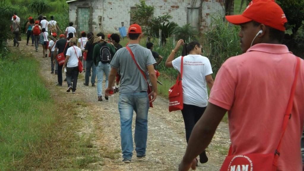 Visita da brigada à Vila Braz, no Vale do Ribeira (SP)