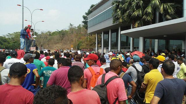 Prédio da prefeitura de Parauapebas (PA) é ocupado por manifestantes
