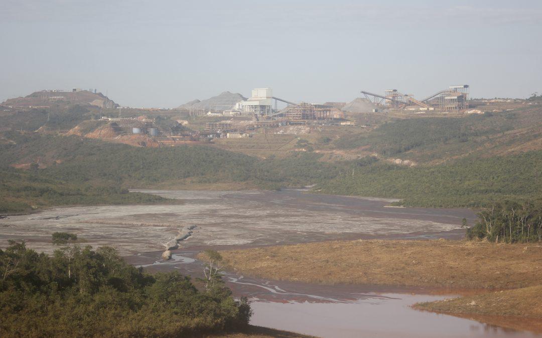 Famílias estão apavoradas com aumento de barragem em Conceição do Mato Dentro (MG)