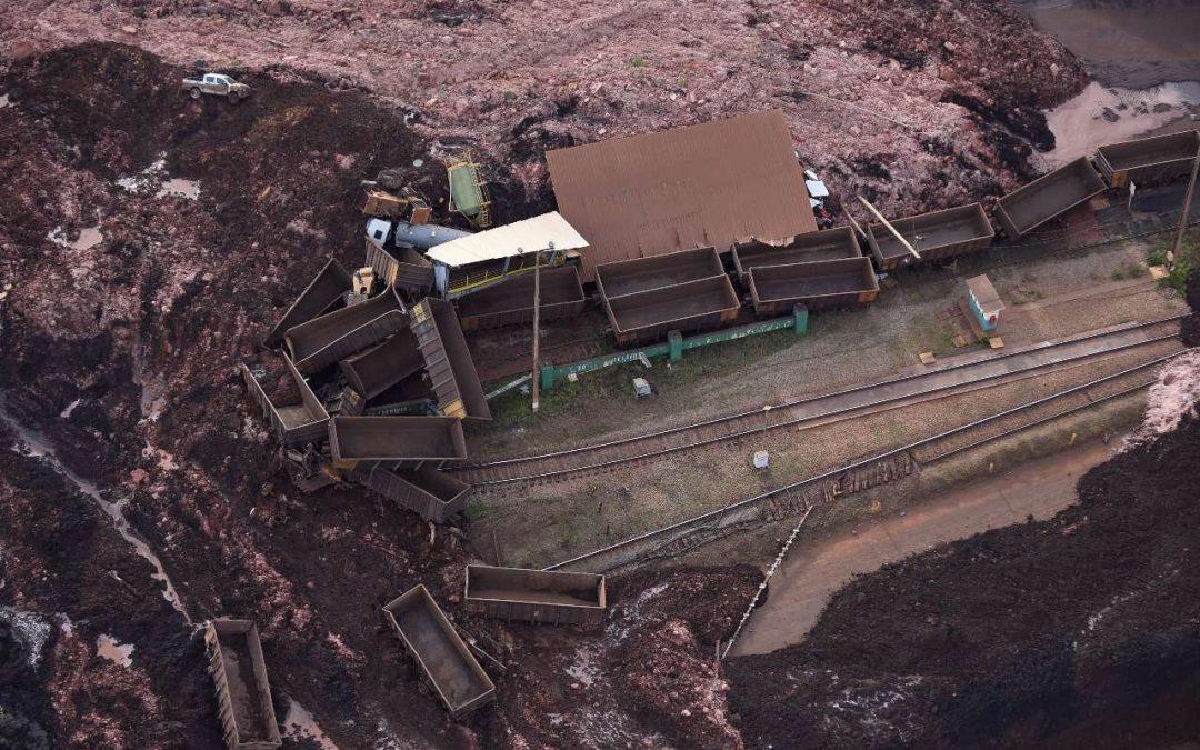 Rompimento de barragem de rejeitos da Vale mata gente e destrói Rio Paraopeba