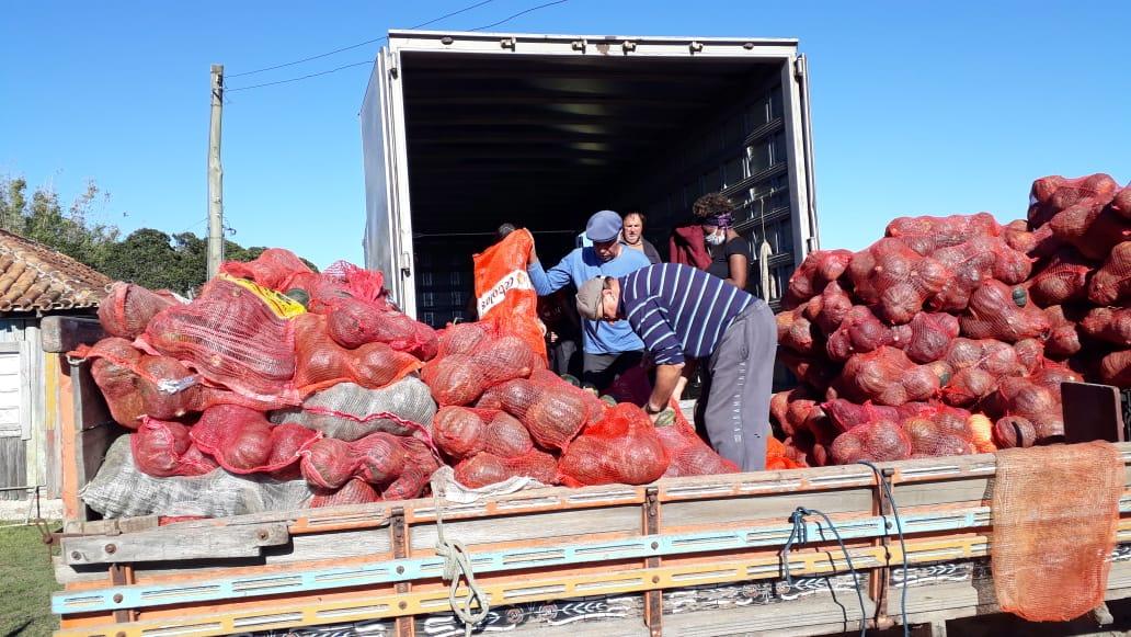 MAM doa mais 6 toneladas de alimentos para periferias de Porto Alegre