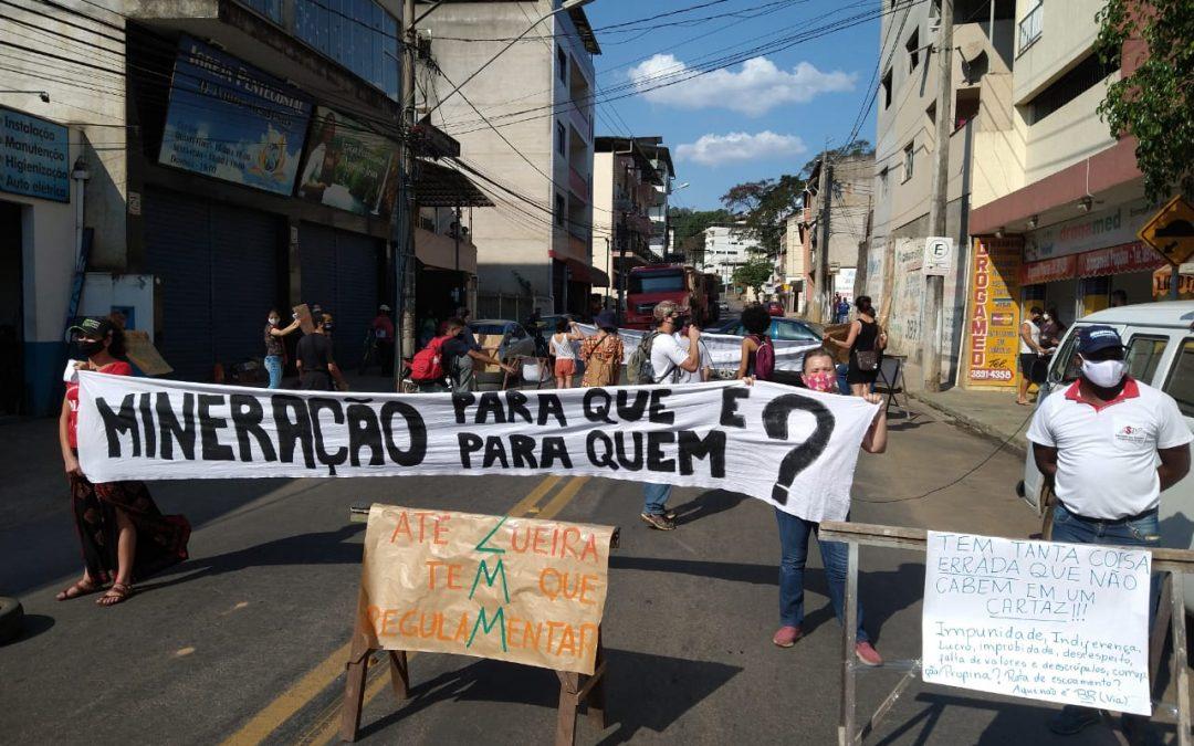 Moradores de Viçosa (MG) interditam via em protesto contra mineradora ZMM